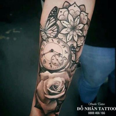 Hình xăm đồng hồ hoa hồng 17
